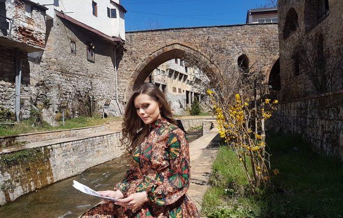 Елена Андоновска со најава за нов видео запис - Добредојдовте нa Радио KISS FM Македонија - ShoutCast.mk