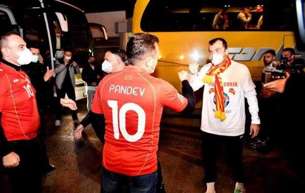 Mojсоски се пожали дека првиот човек на ФФМ му забранува на Заев да се види со фудбалерите